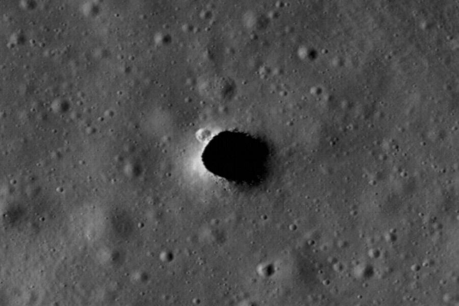 Дыра на плато Marius Hills