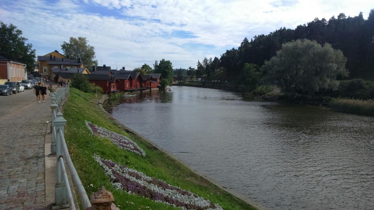 http://picterzone.ucoz.ru/TRVL/Porvoo/Porvoo01-river.jpg